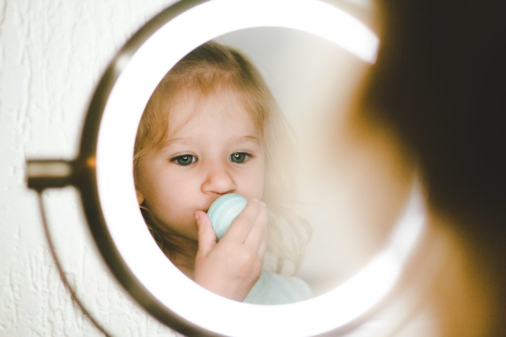 child in the mirror in lucid dreaming